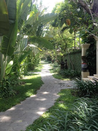 The Gangsa Private Villa by Kayumanis: Villa Pathway