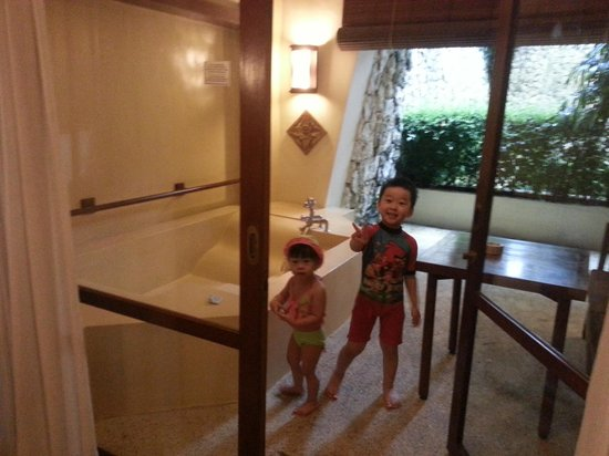Hotel Novotel Bogor Golf Resort and Convention Center : outdoor tub