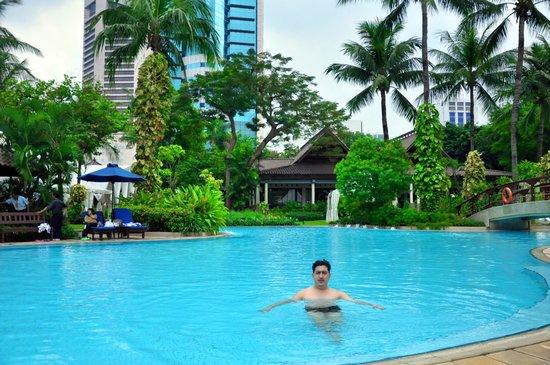 Shangri-La Hotel Jakarta: Pool