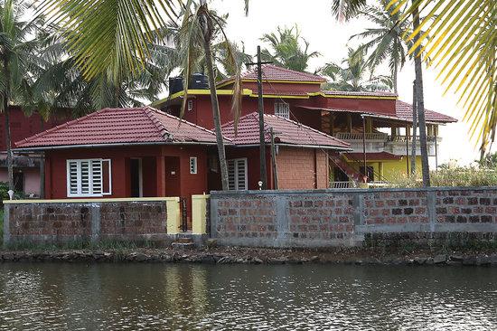 Shoreline Resorts