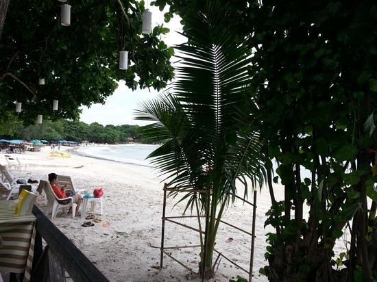 Vongdeuan Resort: the beach 2