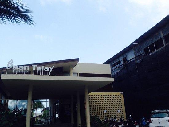 Baan Talay Resort: Attention - reconstruction !
