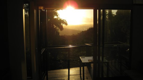 Montville Oceanview Cottages: Sunrise