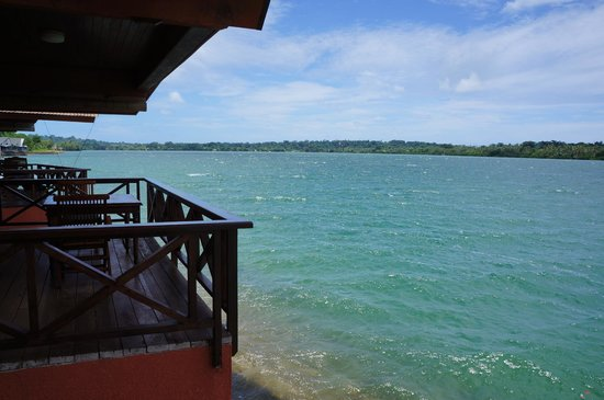 Sunset Bungalows Resort : View of the bungalow next to ours and the waters