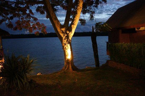 Sunset Bungalows Resort : At dusk