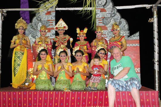 Inna Sindhu Beach: Balinese dance every sunday night