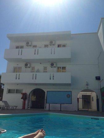 Harriet Apartments: balconys
