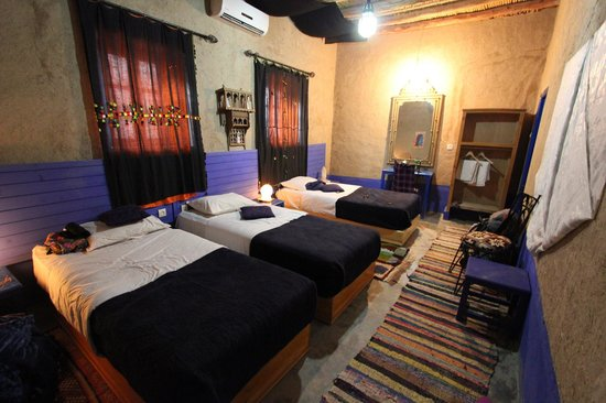 Chez Youssef: Room with 3 single beds