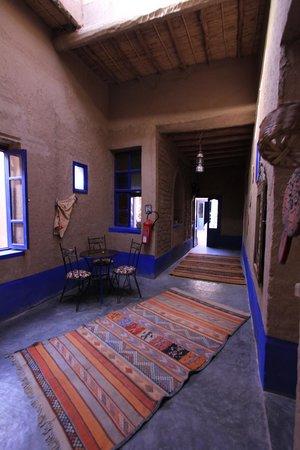 Chez Youssef: Walkway