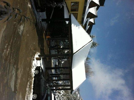 Buyuk Abant Oteli: otelin giriş kapısı