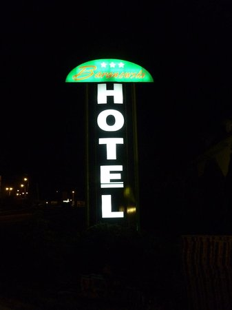 Baranowski Hotel: Вывеска на трассе