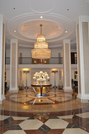 Beverly Wilshire Beverly Hills (A Four Seasons Hotel) : the lobby