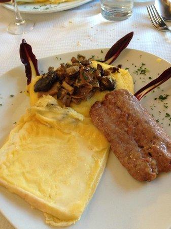 Il Ponte: Piatto del contadino (Polenta e funghi, salsiccia grigliata, formaggio alla piastra)
