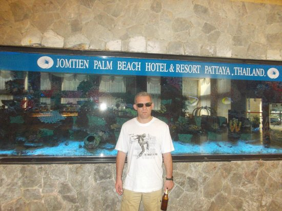 Jomtien Palm Beach Hotel & Resort: В холле отеля.