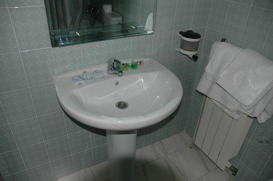 Hotel Andalucia: Bathroom Basin