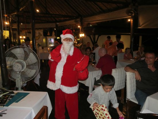 Bella Vista Restaurant: Weihnachten 2013 Santaklaus beschert die Kinder