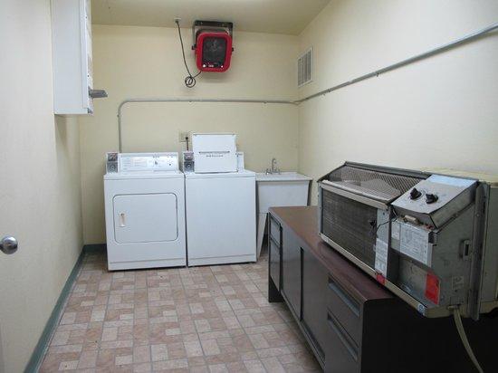 Black Canyon Motel: the laundry facility