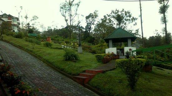 Camelot Resort: walkway