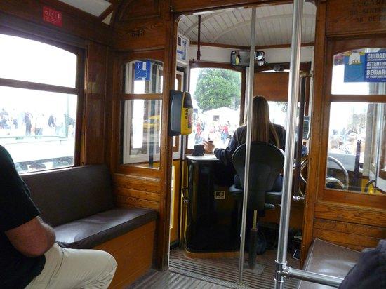 Tram 28: трамвай внутри