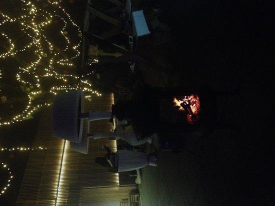 Cafe Fara: Outside Xmas atmosphere