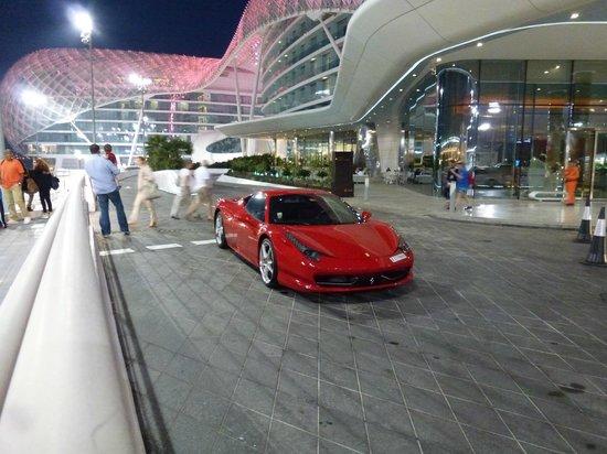 Yas Viceroy Abu Dhabi: Hoteleingang