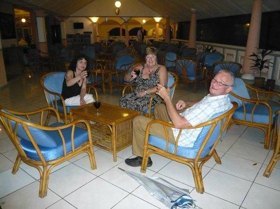 Equator Village: Nice lounge / bar area