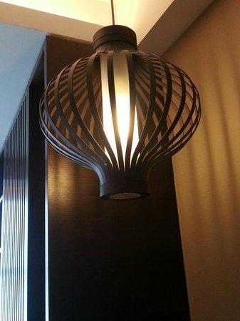 Jumeirah Himalayas Hotel Shanghai: lamp