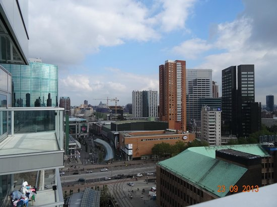 Urban Residences Rotterdam : View of the street below