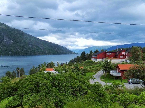 Dragsvik Fjordhotell: Nice location... Quiet place to appreciate Nature