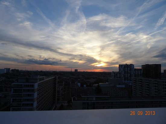 Urban Residences Rotterdam : Sunset from our roon on 13th Floor