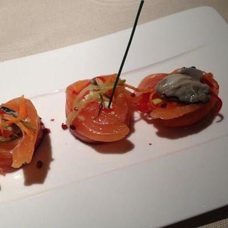 Le Bistrot: Salmon gravlax with oyster and vanilla cream