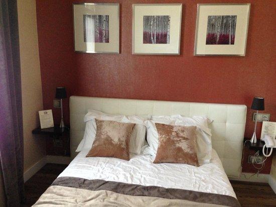 Hotel des Arceaux : chambre