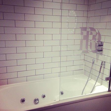 The Rutland Hotel: Room 6, Junior Suite, Spa Bath.