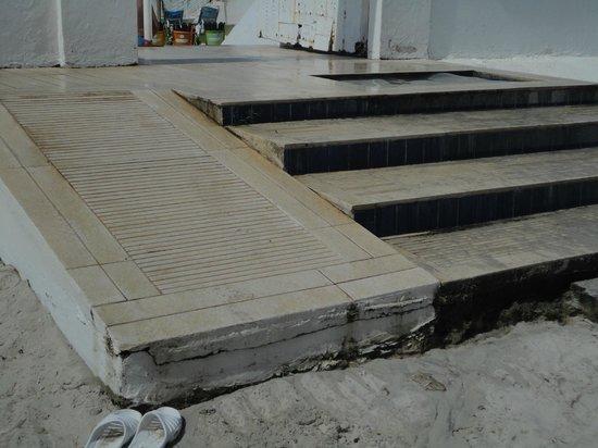 PrimaSol El Mehdi: scalini della spiaggia