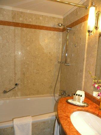 Moscow Marriott Royal Aurora Hotel : Ванна2
