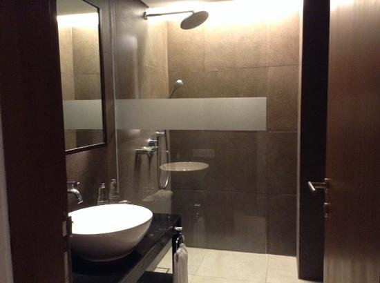 Fontana Hotel Bali: the bathroom