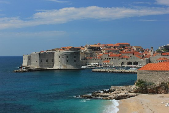 Dubrovnik Walks: good view of the city wall which was a fort