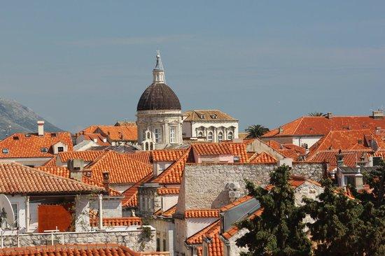 Dubrovnik Walks: view over de old city roofs