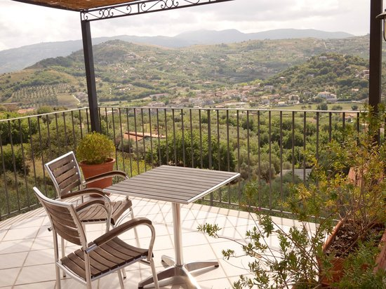 B&B Baia di Trentova: Private seating outside our room.