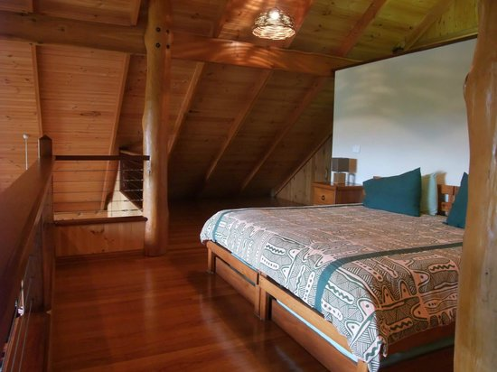 The Canopy Rainforest Treehouses and Wildlife Sanctuary: Upstairs Bedroom