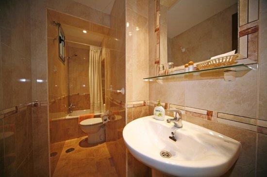 Hostal San Antonio: Baño privado