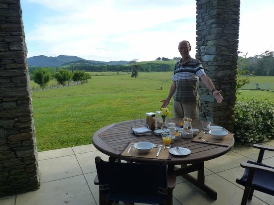 Warkworth Country Retreat: Breakfast with a view