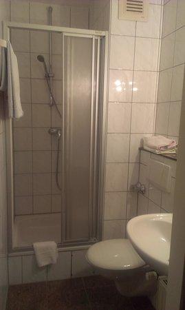 Hotel DomBlick: Bathroom