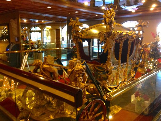 London Bridge Resort: Carriage at entrance