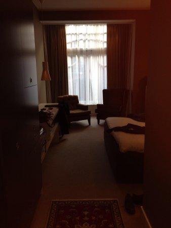 Hotel JL No76: Chambre vue de l'entrée