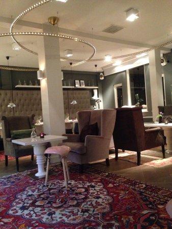 Hotel JL No76: Salon/espace petit déjeuner
