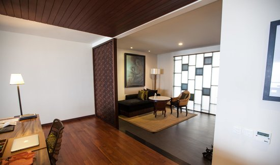 Samabe Bali Suites & Villas: Studio plan Suite, dining area