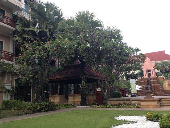 Sokha Angkor Resort: Garden