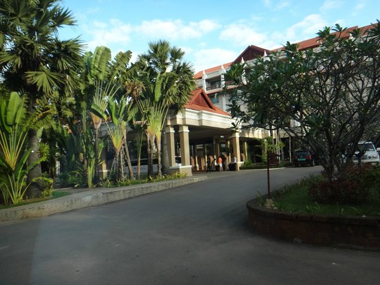 Sokha Angkor Resort : Entrance of the hotel