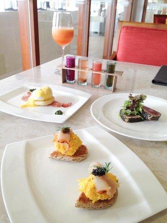 Samabe Bali Suites & Villas: Fine-dining breakfast